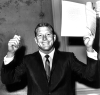 Mickey Mantle holds up his pen and the contract he signed with the New York Yankees for the 1962 season.